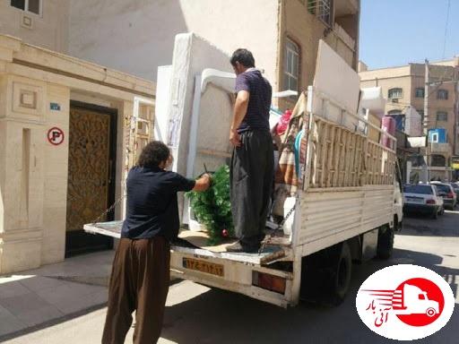 حمل اثاثیه توسط کارگران