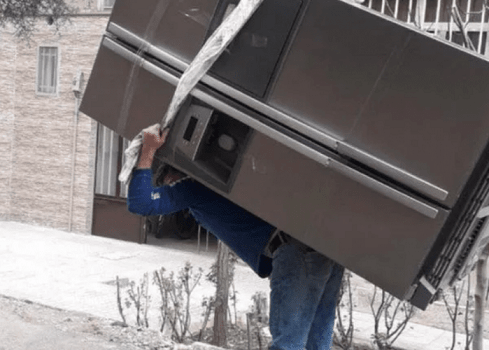 کارگر اثاث کشی